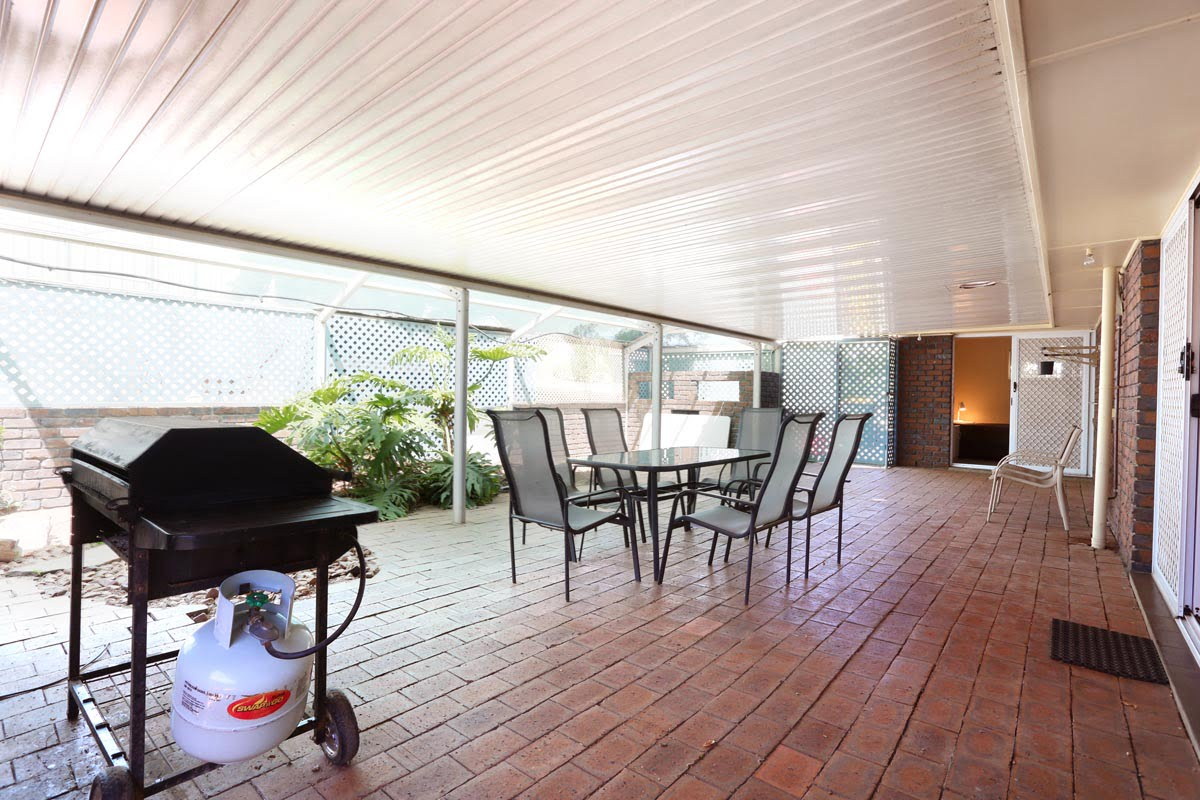 Holiday House Patio 1
